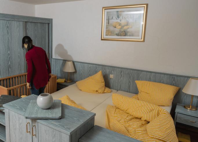 Blick ins Schlafzimmer in einer unserer Ferienwohnungen