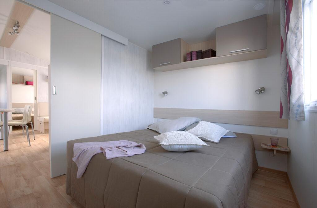 Blick ins Schlafzimmer in einem unserer Mobilheime